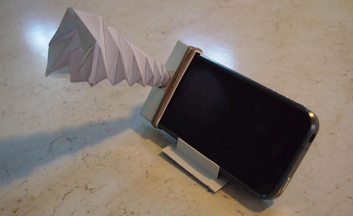 How to Make a Foldable, Wallet-Sized Paper Amplifier for Your Smartphone