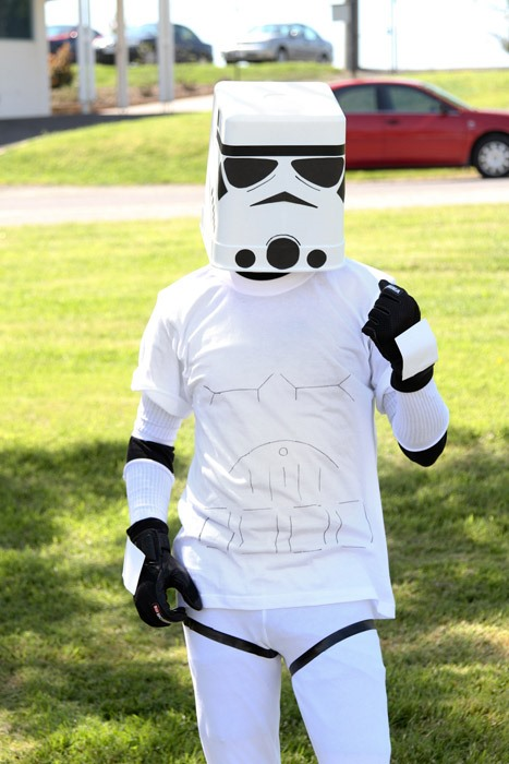 HowTo: Cheap and Easy DIY Stormtrooper Helmet