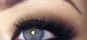 Create a bronze and matte black Kim Kardashian smokey eye