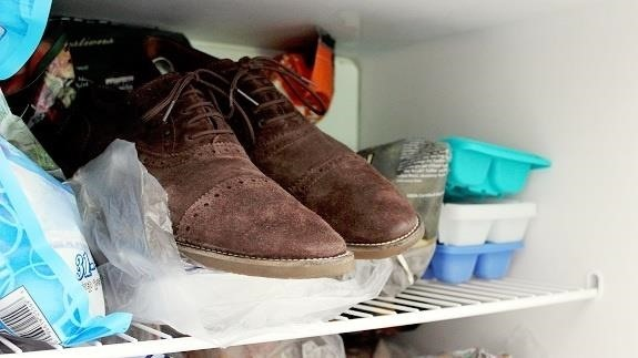 put shoes into freezer to eliminate foot stink