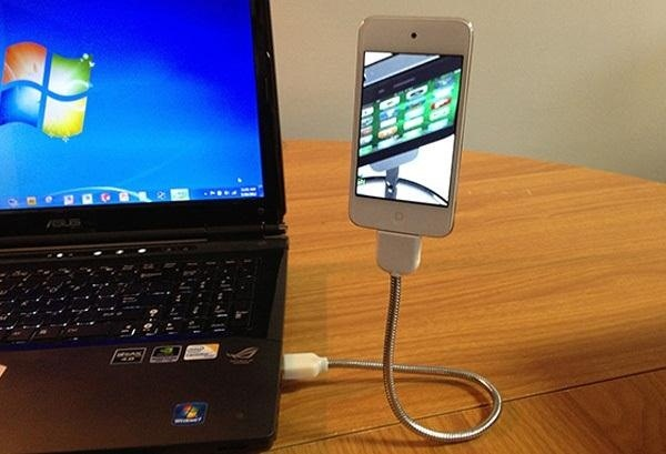 How to Turn an Old Gooseneck Lamp into a Flexible Smartphone Stand