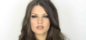 Create a Pamela Anderson inspired smoky eye look