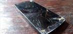 Ingenious Method Uses Dry Ice to Remove a Broken Phone Screen
