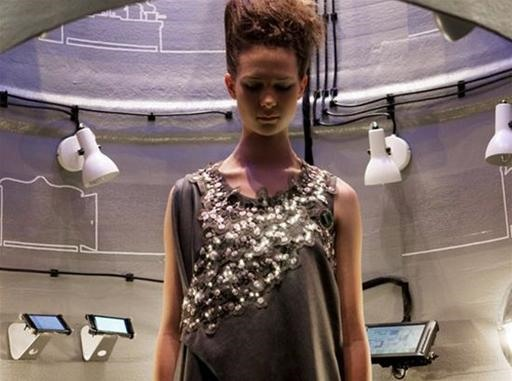 LED Dress Detects Pollution
