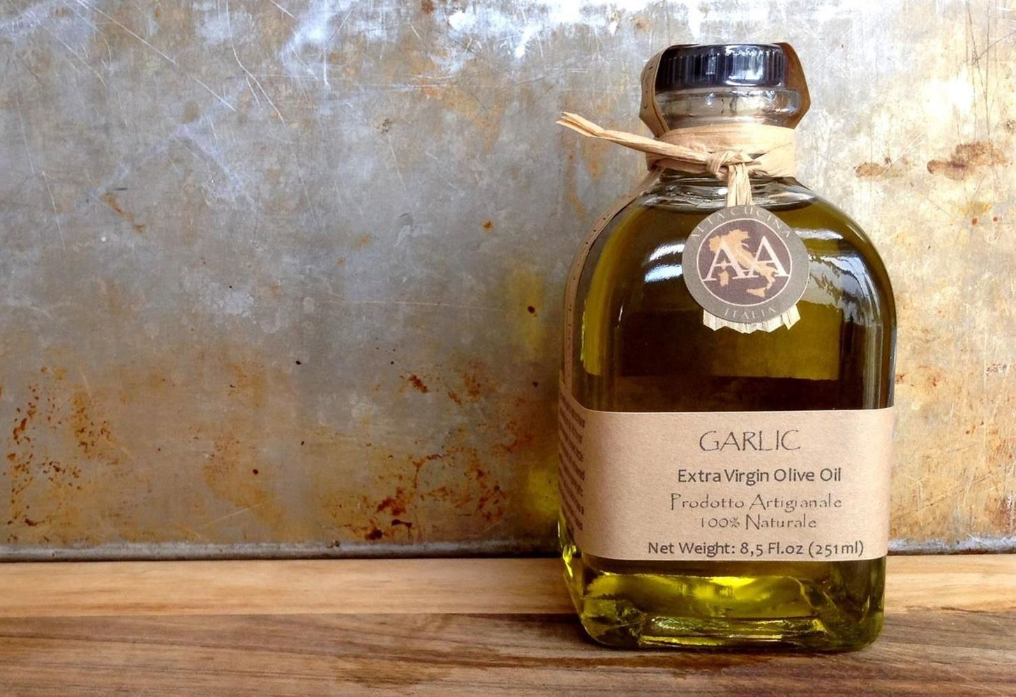 How to Make Garlic-Infused Olive Oil & Vinegar at Home