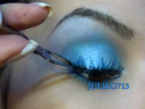 Get a soft blue makeup look using NYX Magic Wand