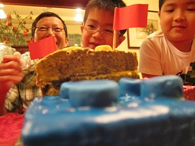 Über-Cute LEGO Cake
