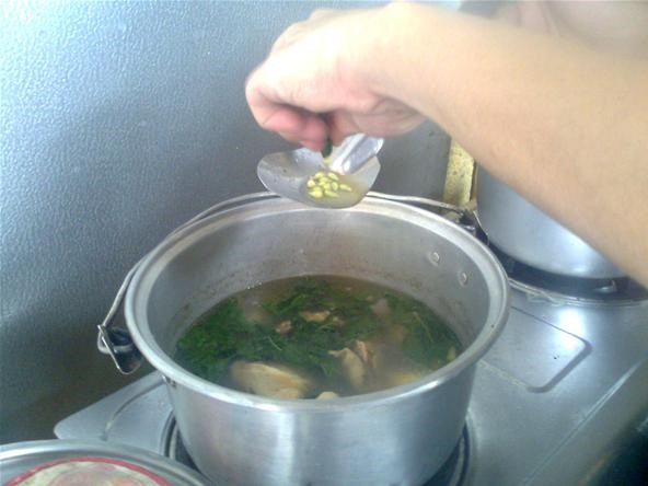 How to Cook Chicken Tinola