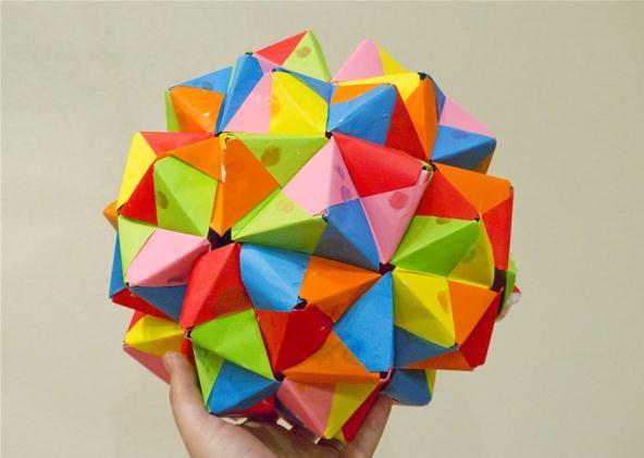 Modular Origami - balls and polyhedra folded by Michał Kosmulski | 421x592