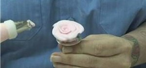 Make beautiful pink roses out of frosting