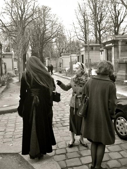 Smartphone Challenge: Meeting in Père Lachaise.