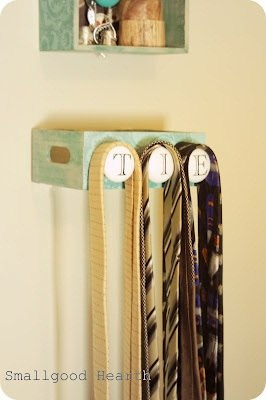 The cute knobs, Ways to organize ties