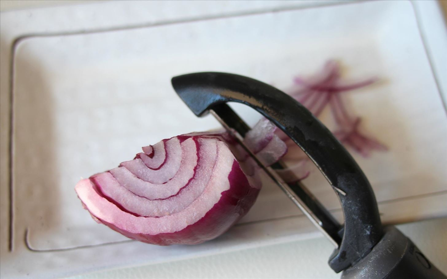 7 Brilliant Food Hacks for Onions in the Kitchen & Beyond