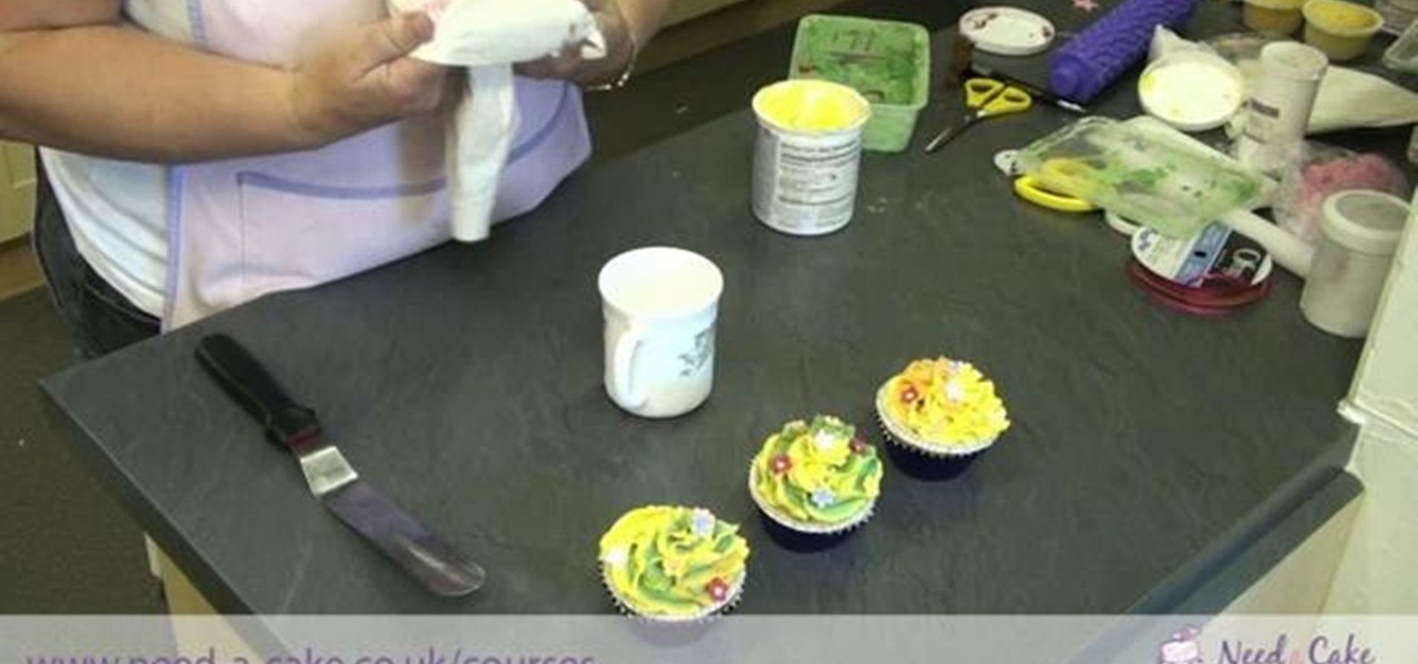 How To Fill Cake Decorating Bags : How to Fill a piping bag and ice pretty cupcakes free hand ...