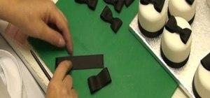 Make miniature bows with sugar florist paste