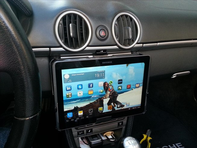 Add A Samsung Galaxy Or Apple Ipad To Your Car S Dash With
