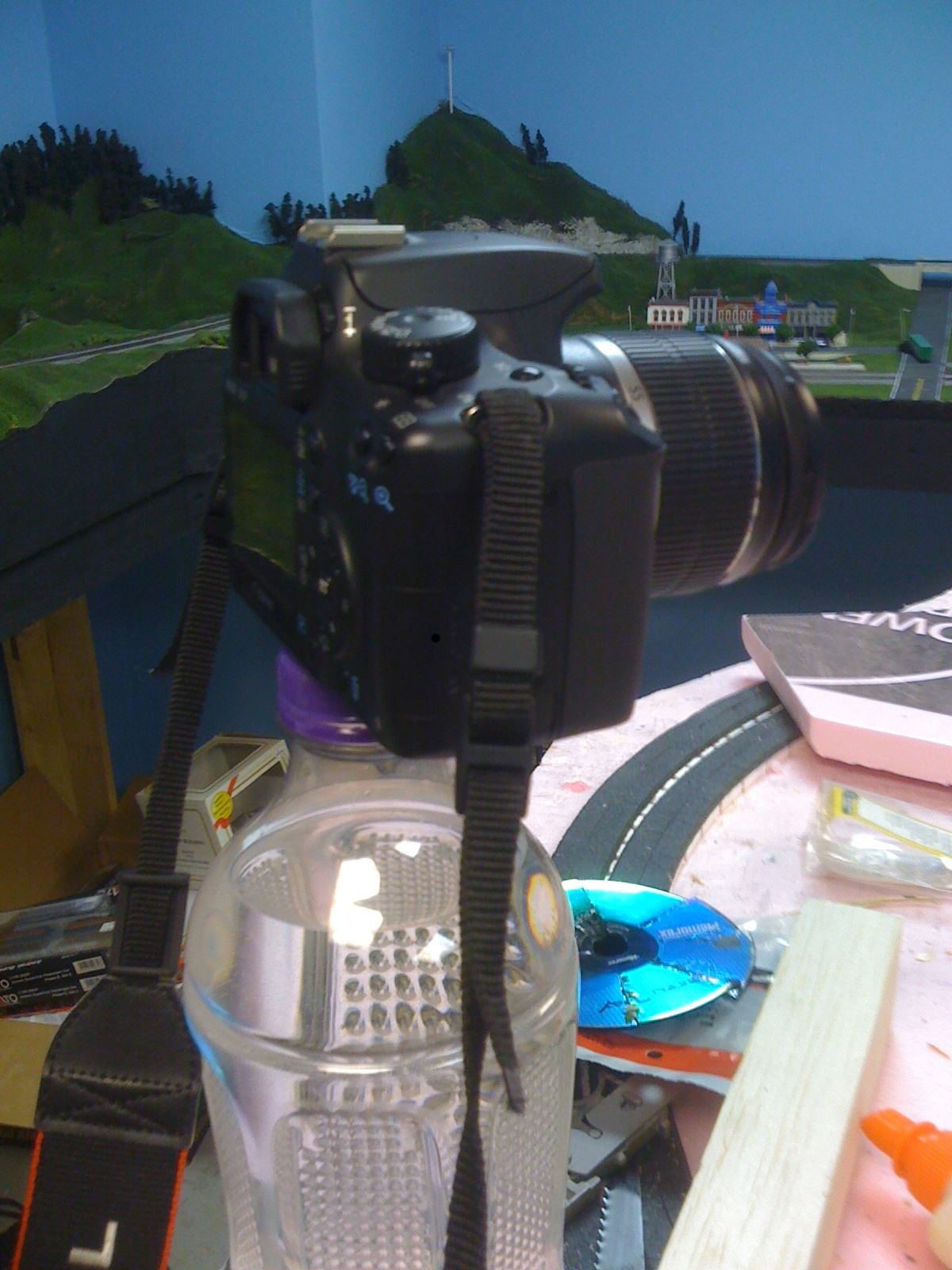 DIY Challenge: Camera tripod with camera phone attachment