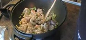Cook a simple green curry with shrimp and white rice