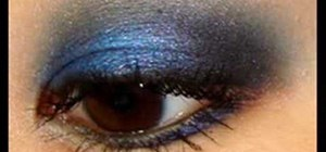 Apply a royal blue smoky eye makeup look