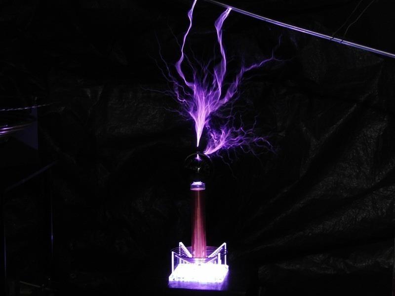 This DIY Mini Tesla Coil Packs 380,000 Volts of Lightning