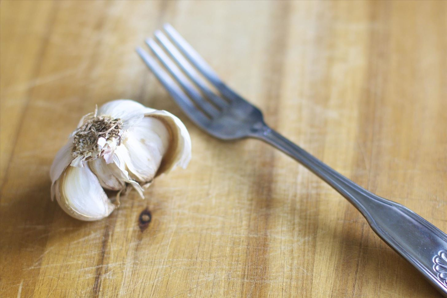 This Quick & Easy Shortcut Minces Garlic in Seconds