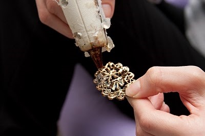 Make your own vintage-inspired brooch bouquet