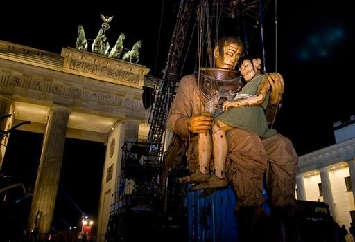 This Weekend, 40 Foot Marionettes Invade Berlin