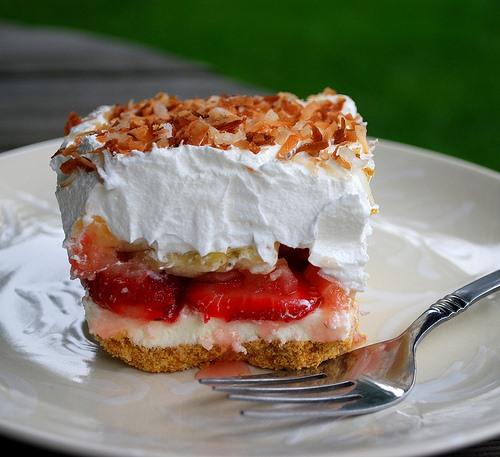 RECIPE: Strawberry Banana Split Cake
