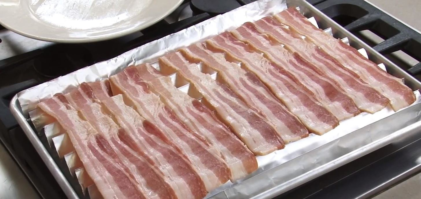 How to Form a Makeshift Roasting Rack Out of Foil for Crispier & Healthier Oven-Cooked Bacon