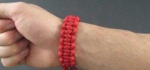 Tie an elastic Solomon bar bracelet with paracord