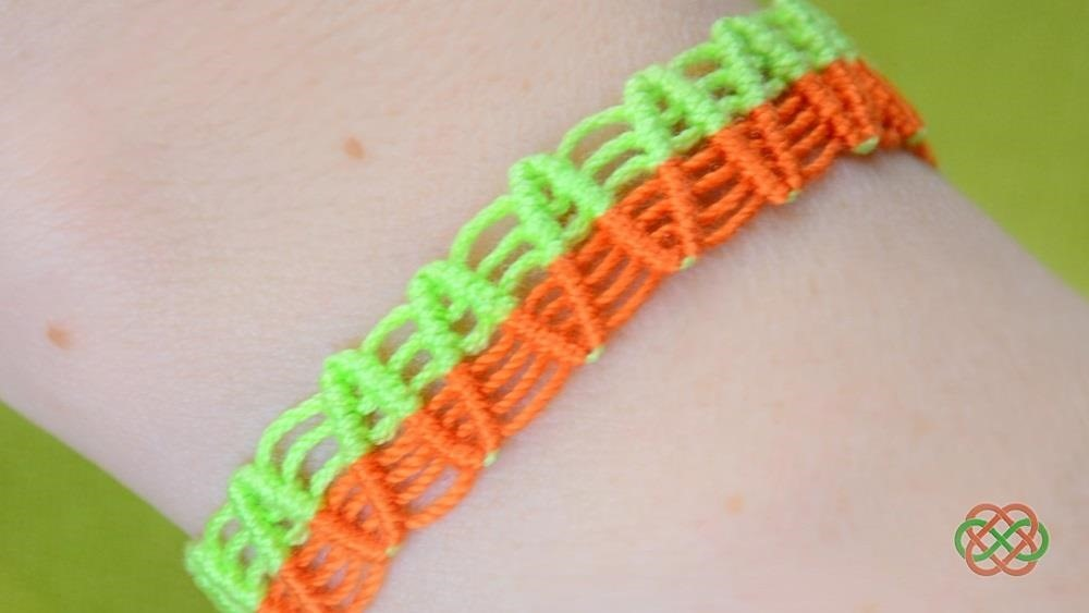 How to Make a ZigZag Macrame Bracelet