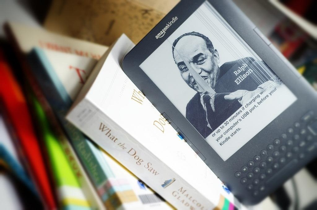How to Replace Your Kindle's Broken E Ink Display Yourself