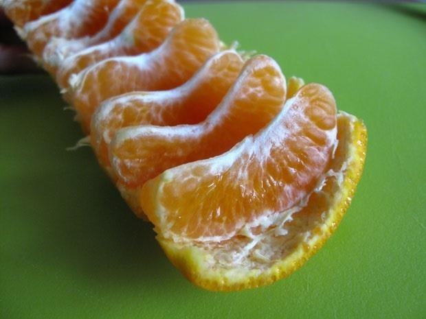 The Cleanest & Easiest Way to Eat a Mandarin Orange Without Peeling