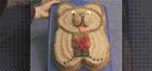 Decorate a teddy bear cake