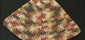 Crochet a pot holder with a ring corner