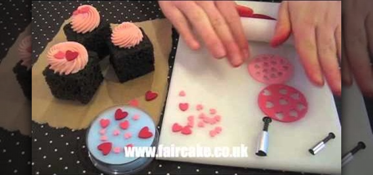 How to make edible miniature hearts for cupcake decorating for How to make edible cake decorations at home