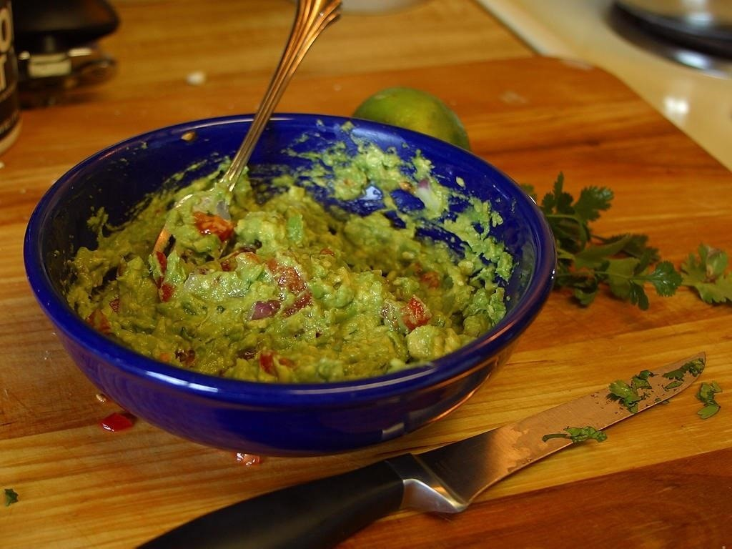 A Layer of Water Stops Guacamole from Browning