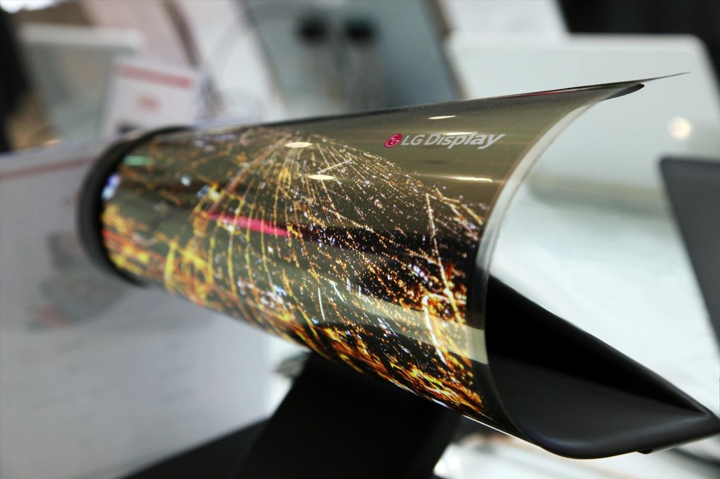 CES 2016: LG Shows Off Its Newspaper-Like Flexible Screen