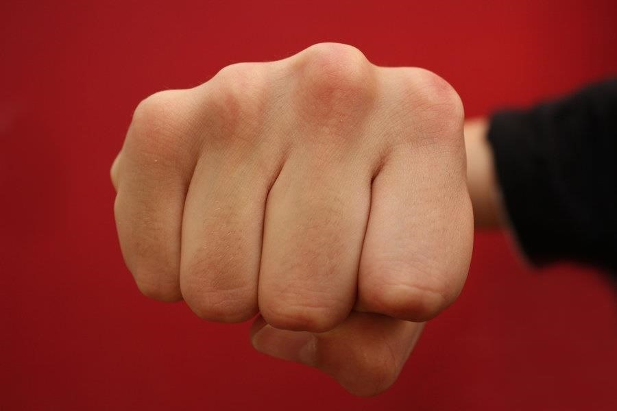 Make Healthier Food Choices by Clenching Your Fists