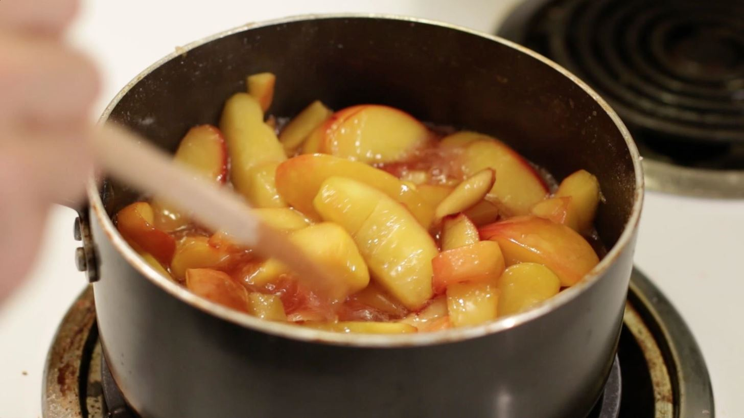 How to Make an Easy Amazing Peach Cobbler
