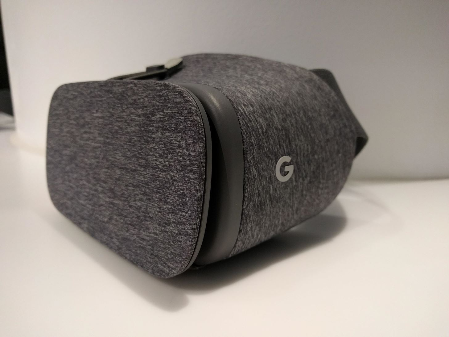Hands-on: Google's Daydream View Feels Like a Hot & Stiff Pair of Sweatpants on Your Face