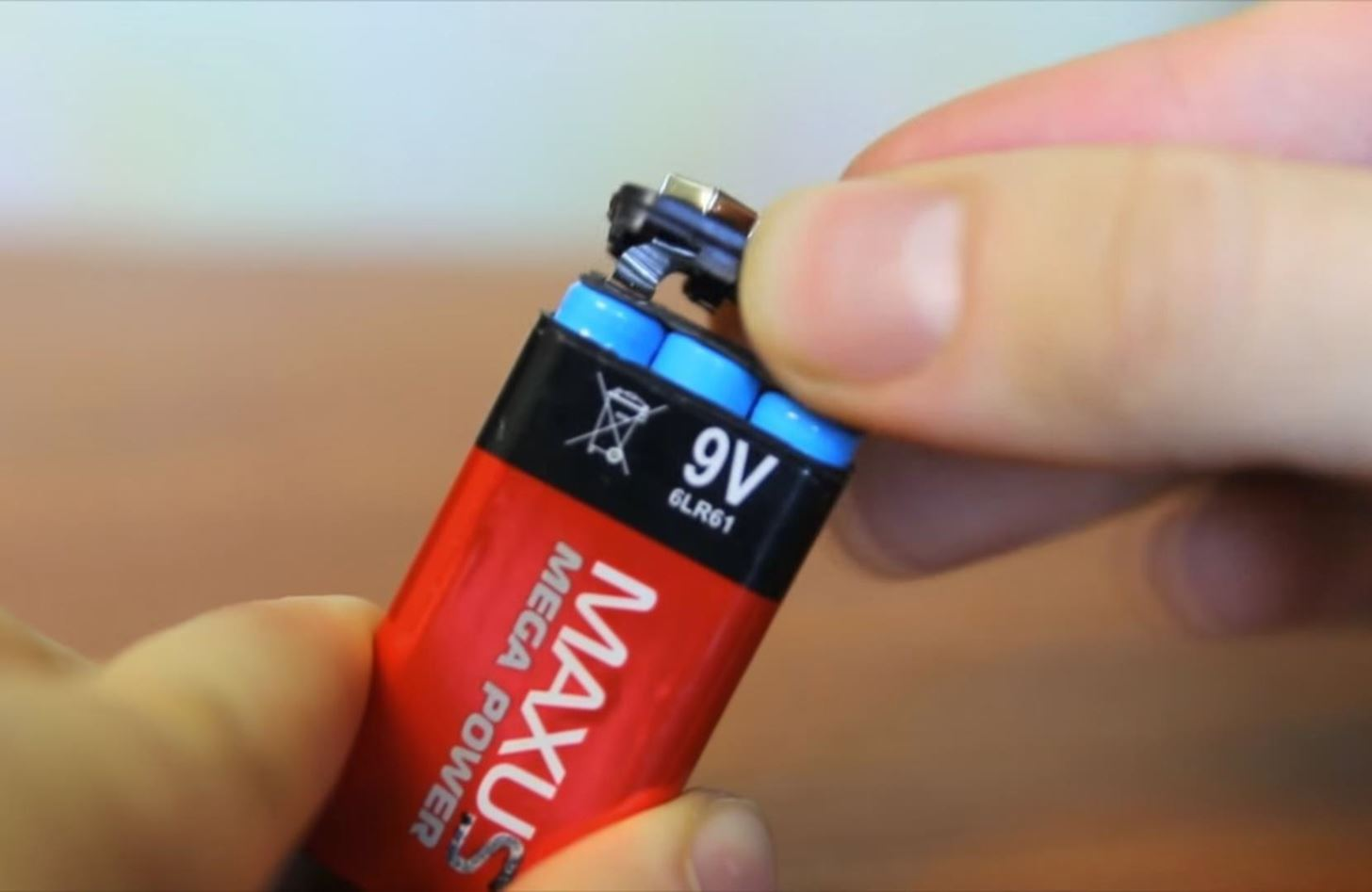 Turn an Ordinary 9-Volt Battery into a Secret Safe