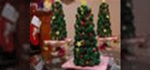 Decorate and build a vanilla Christmas tree cupcake