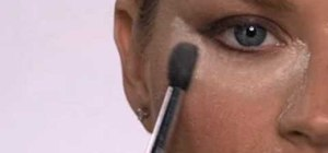 Apply long-lasting powder eyeliner