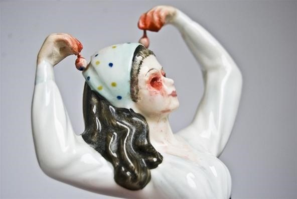 Gorcelain, the Bloody Side of Porcelain