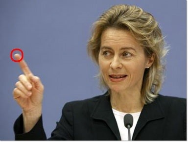 German Hacker Replicates German Defense Minister's Fingerprints from Photo!