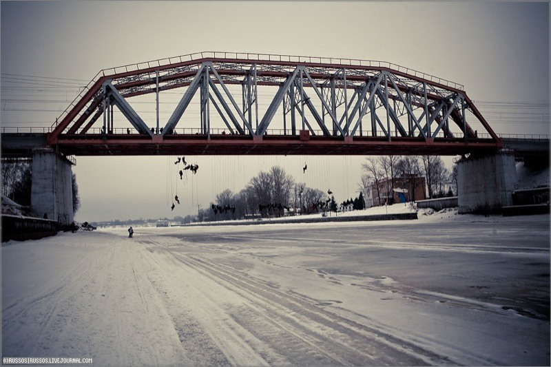 Russian Roulette Bridge Jumping