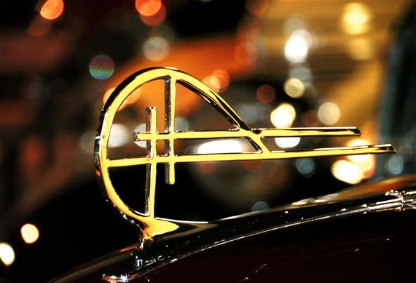 Bokeh Photography Challenge: Hood Ornament