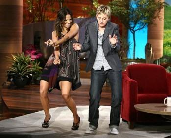 Ellen apologizes to Apple