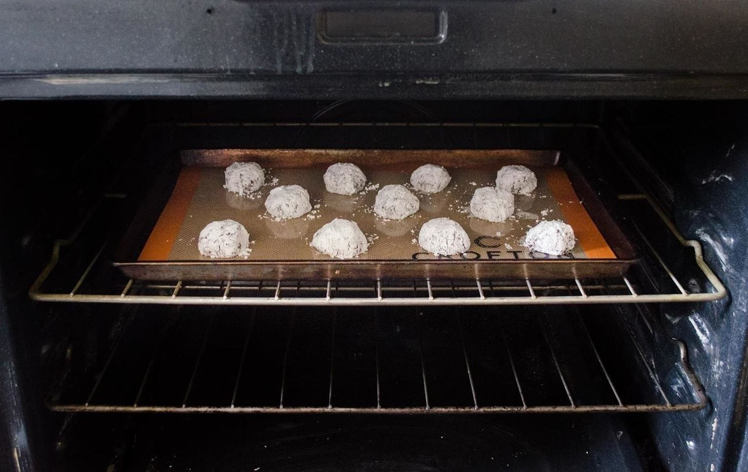 5 Tricks You Need to Know to Make Perfect Chocolate Crinkle Cookies